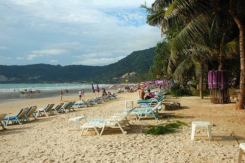 Phuket Thaimaa rannat source:http://www.flickr.com/photos/soulsoup/2474511699/
